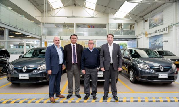 Entrega vehículos - Escuela de Pilotos Renault Sandero