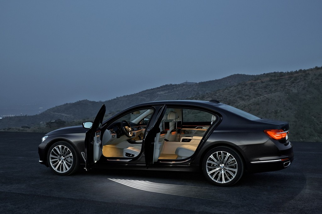 P90178460_highRes_the-new-bmw-7-series AJUSTADA