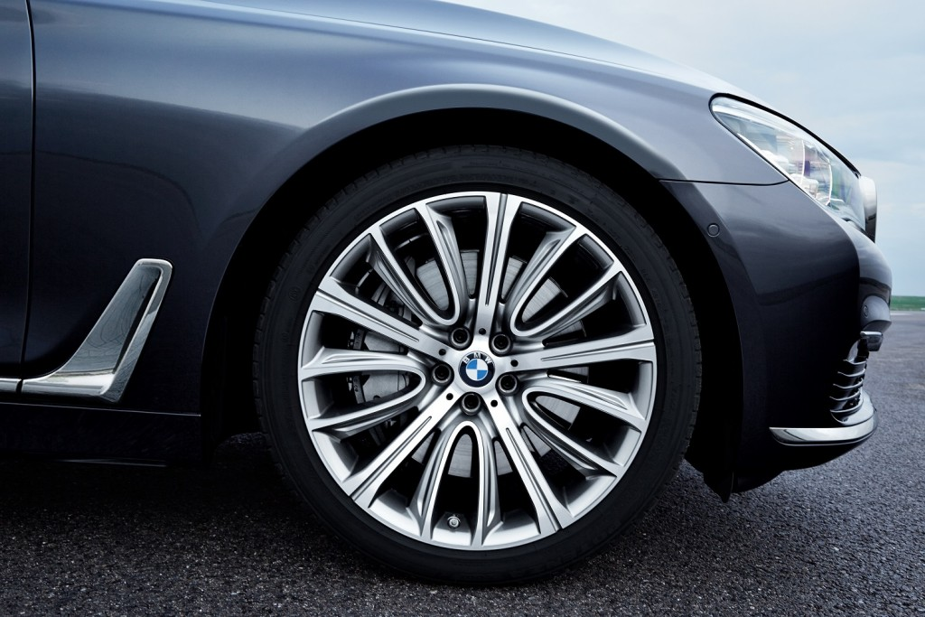 P90178490_highRes_the-new-bmw-7-series AJUSTADA